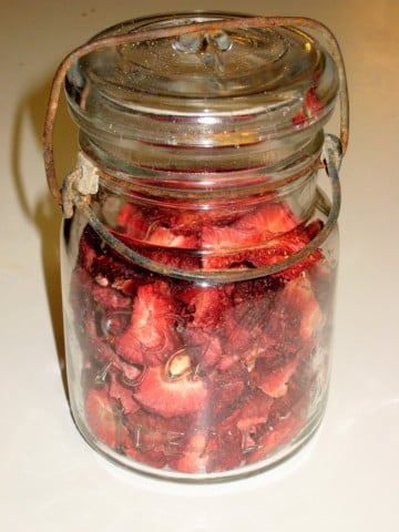 Dehydrate Strawberries in Jar