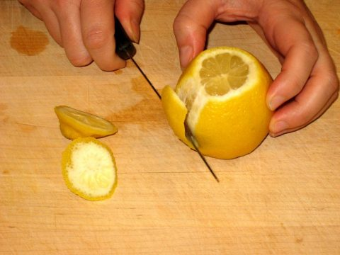 Slicing Lemon to Dehydrate