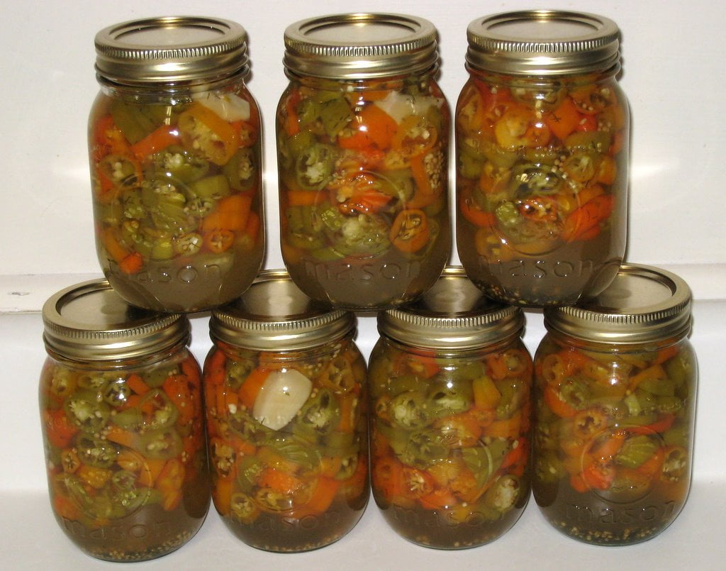 Preserving hot peppers, pickled hot peppers cannig